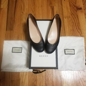 Authentic Gucci black flats in 35